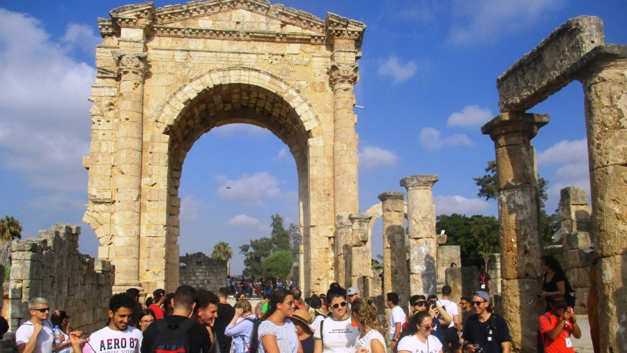 Young Lebanese from the Diaspora in front of the Monumental Roman Arch of Tyre (2019-07)