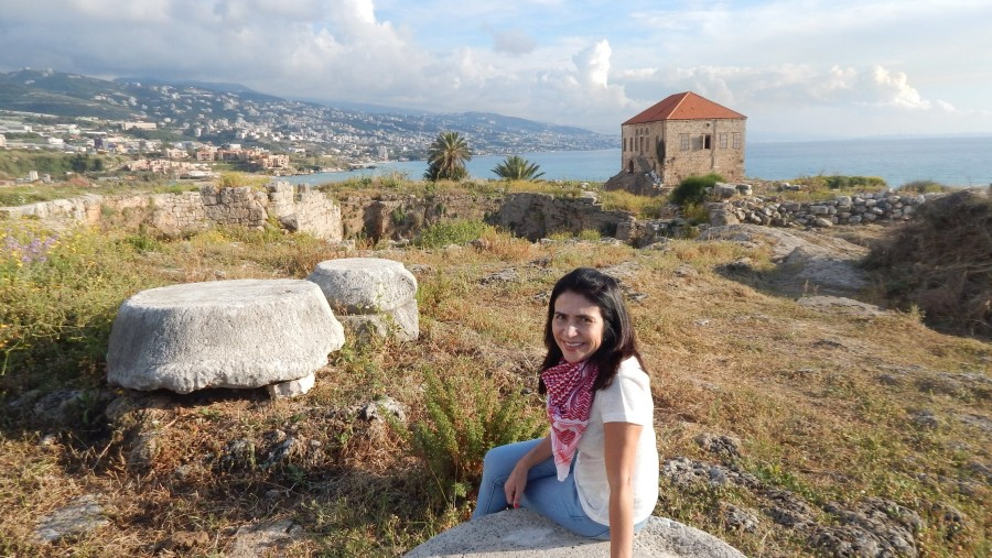 Brazilian tourist in the neolithic ruins of Byblos (2018-04)