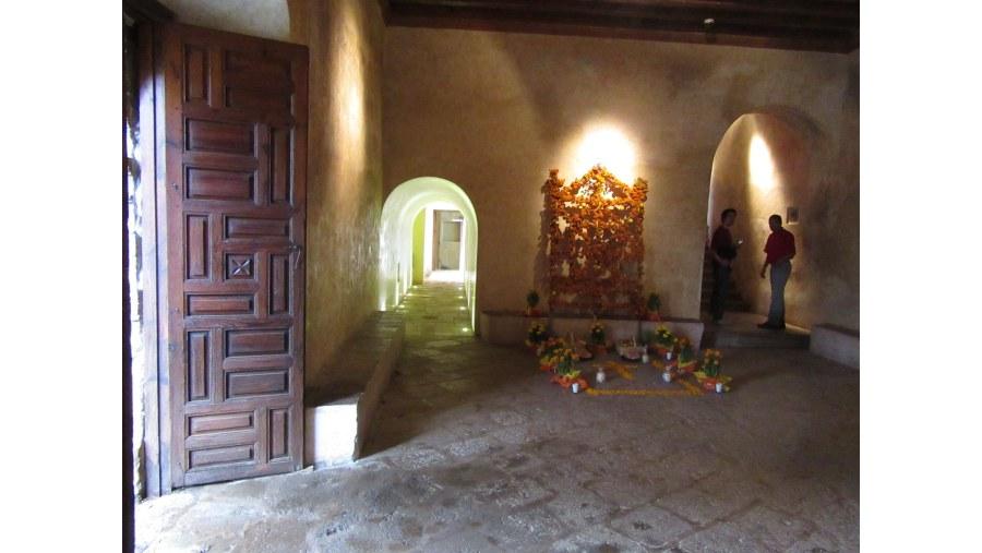 Tzintzuntzan convent interior Hotels