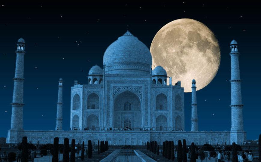 Taj Mahal in Moonlight