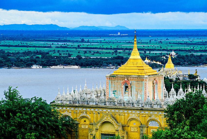 Visit the Soone Oo Ponenay Shin Pagoda