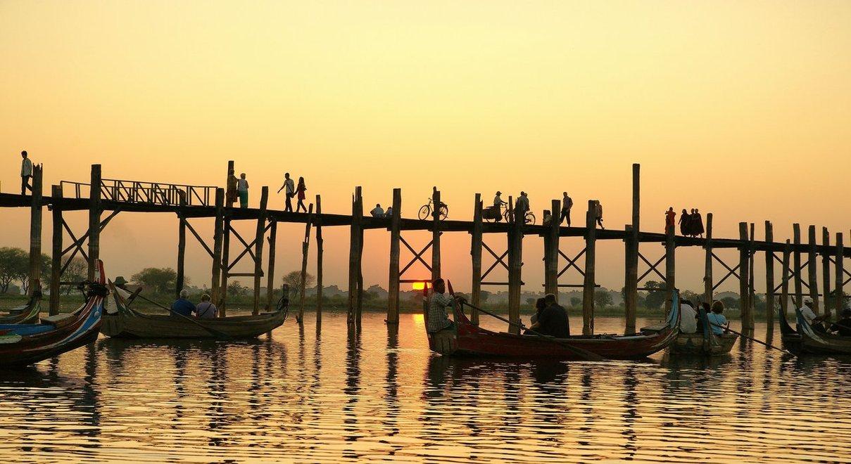 Watch the sunset from the U Bein Bridge