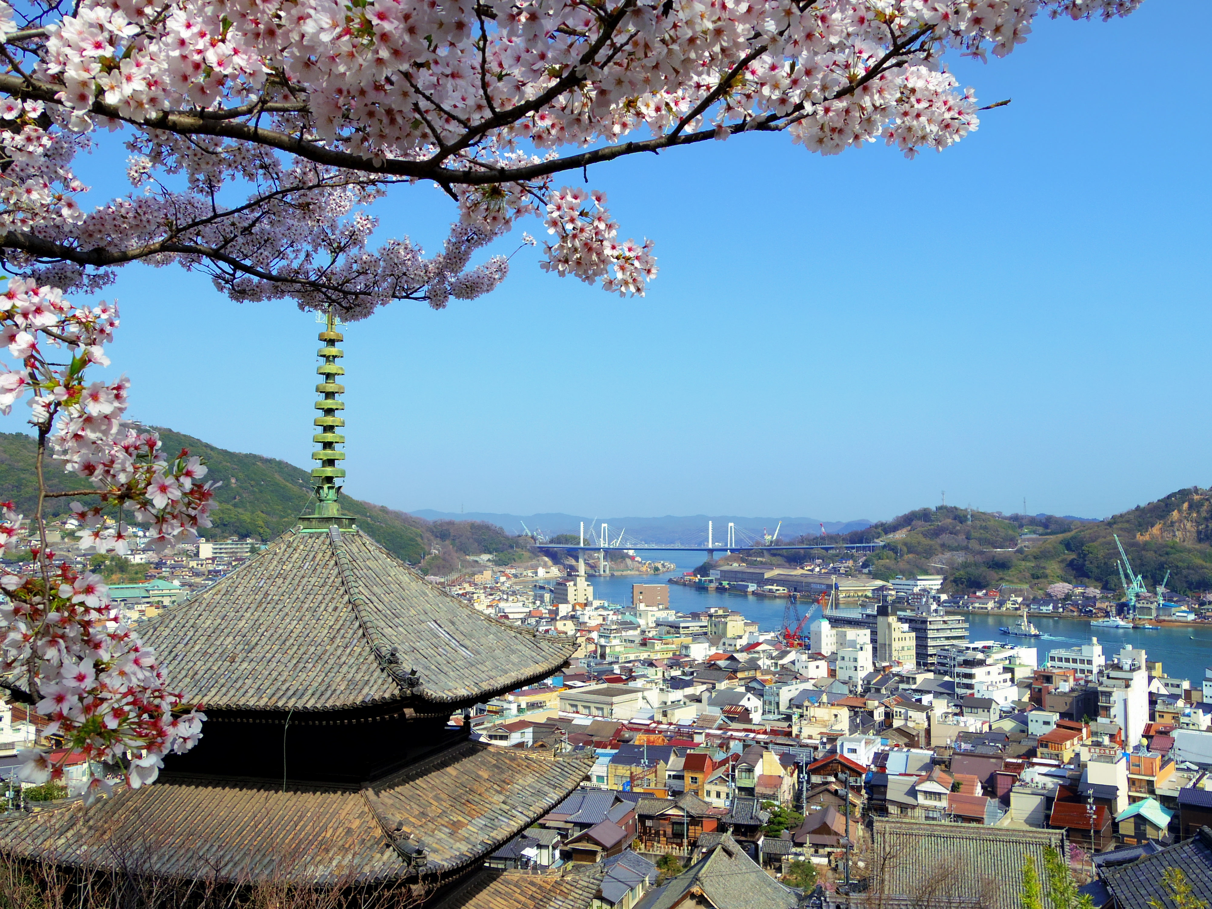 Marvel at the Old Views of Onomichi