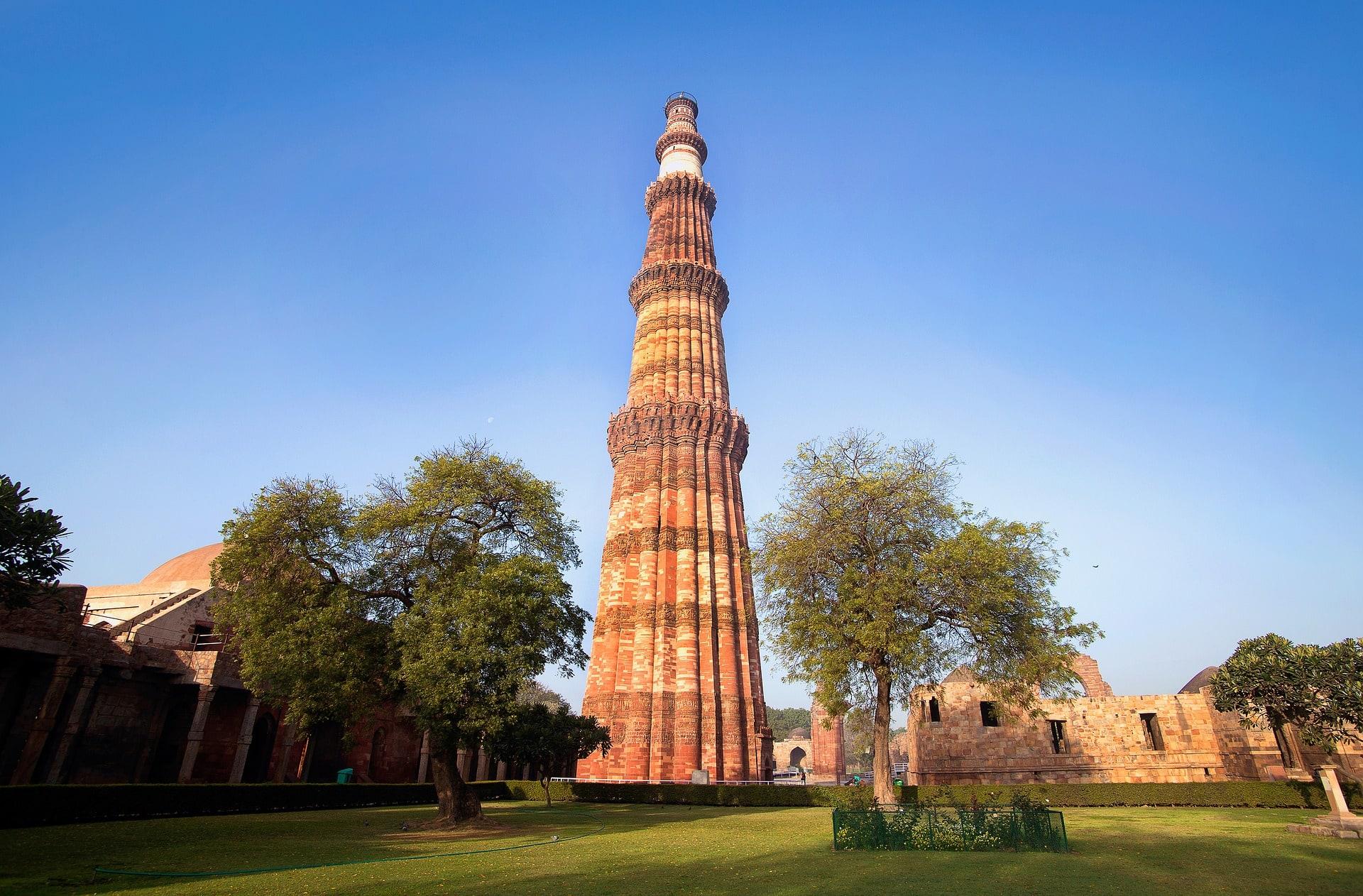 View the tall Qutub Minar in Delhi, India