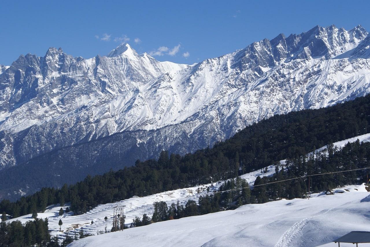Snow-clad hills in Auli
