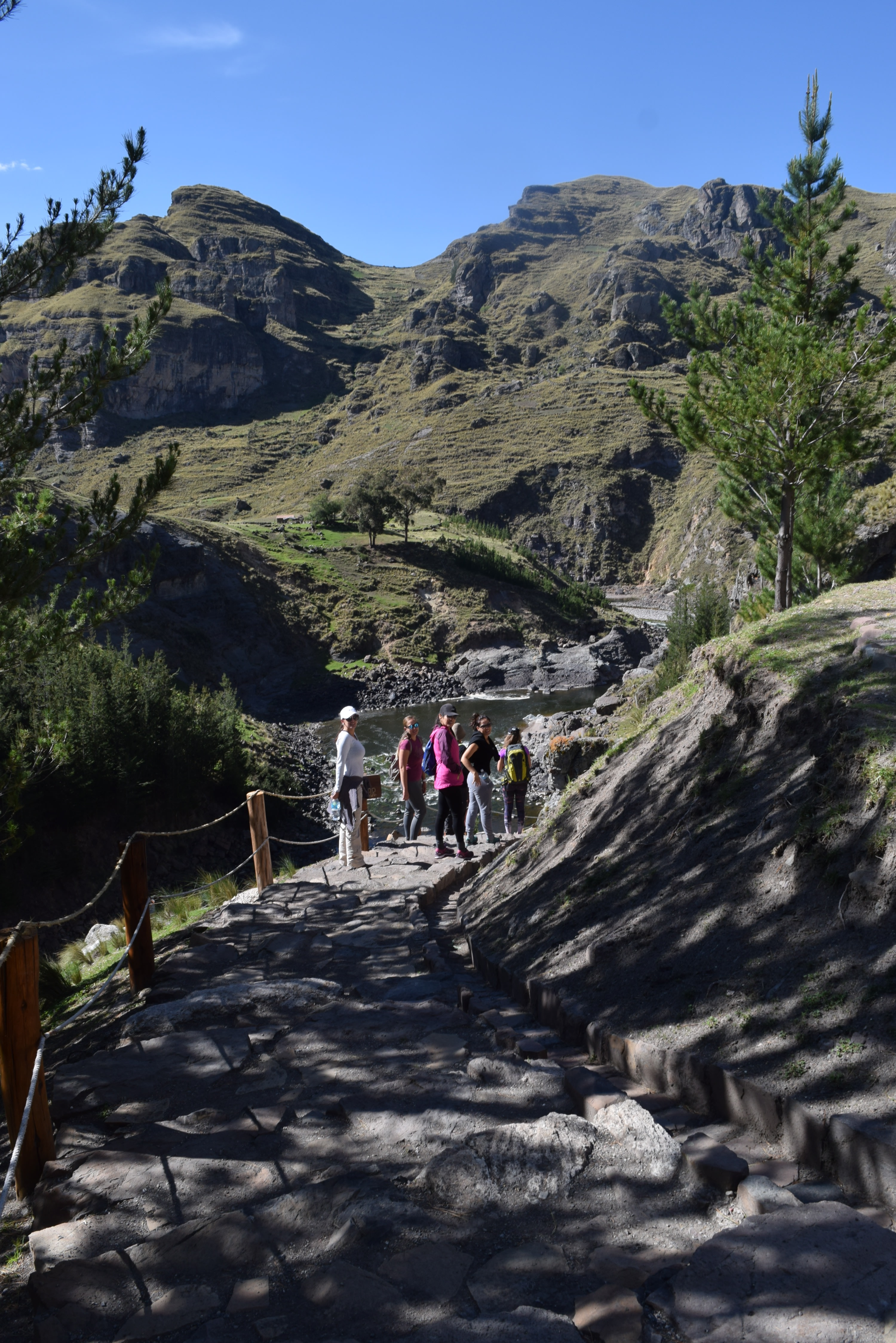 Cross the adventurous Inca Brigde in Peru