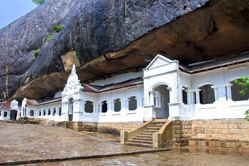 Visit the Dambulla Royal Cave Temple