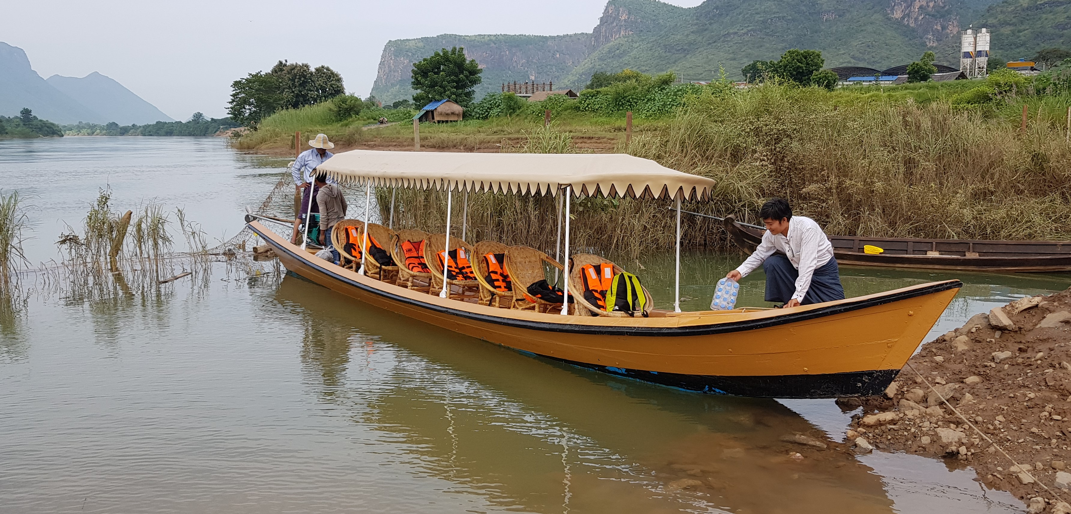 Boat ride to Mandalay Countryside
