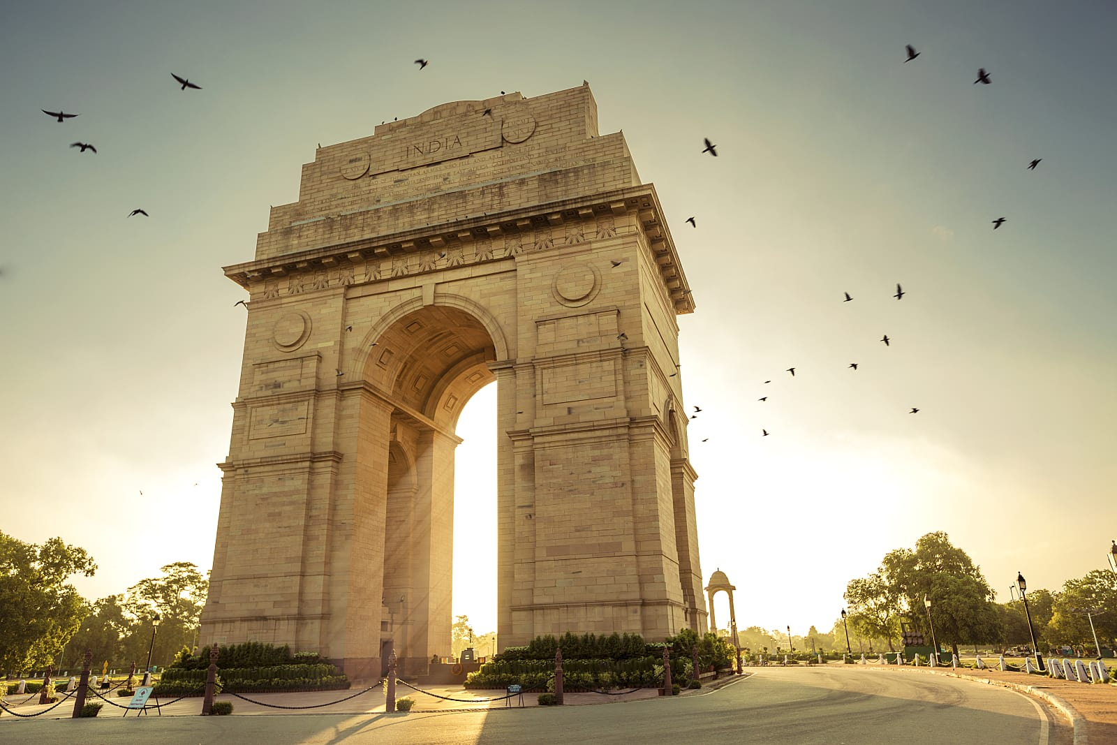 Spend the evening at the India Gate