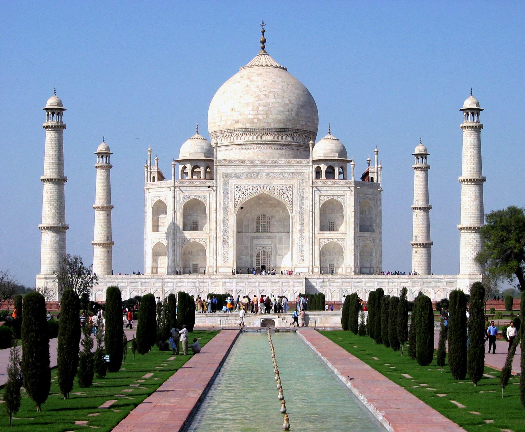 Explore the beauty of the Taj Mahal
