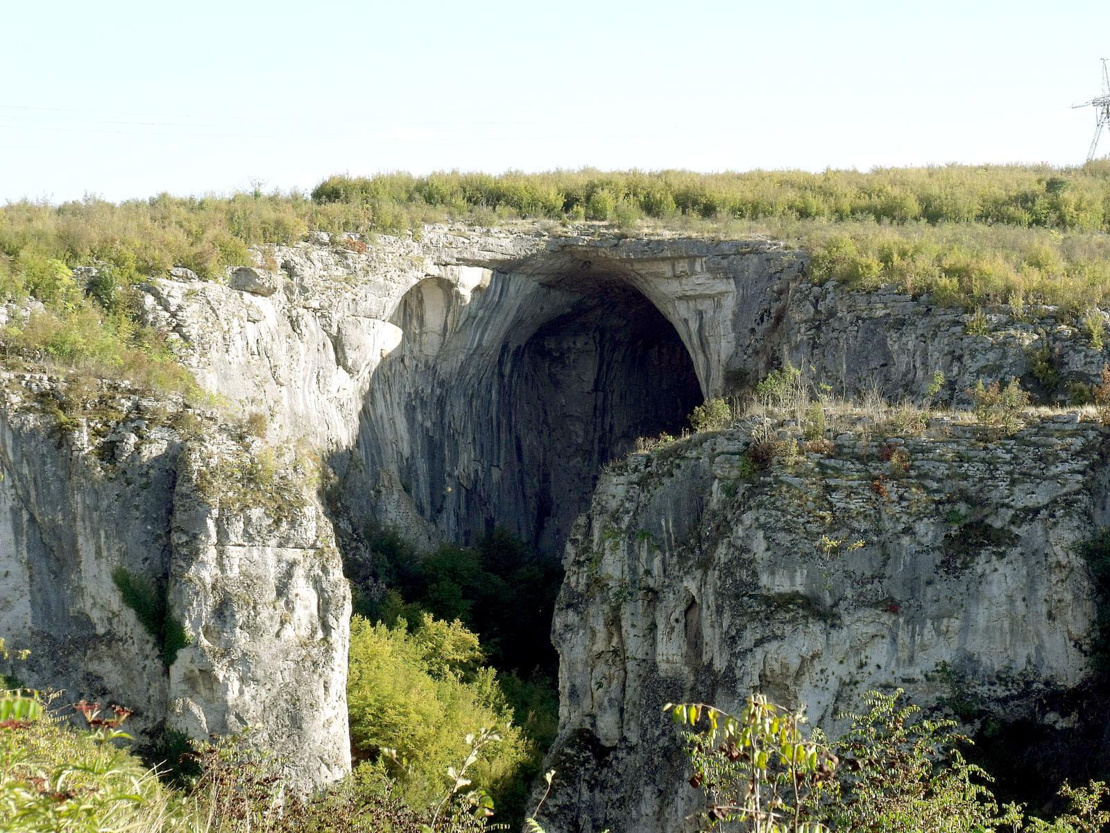 Entrance to Prohodna