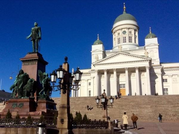 Stroll by Senate Square
