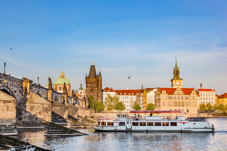 Prague river cruise tour