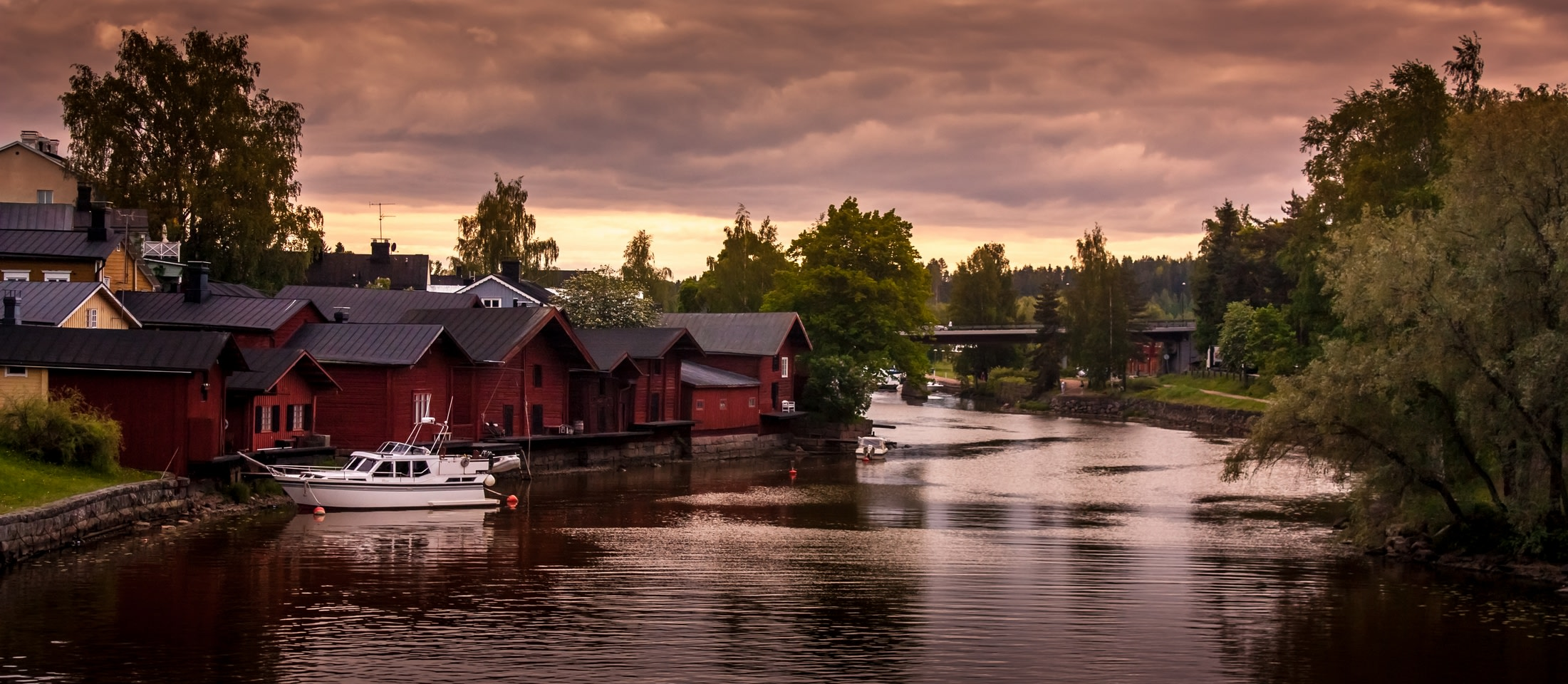 Take pictures of the iconic red houses in Porvoo