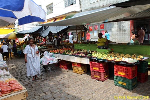 Santo Amaro: market