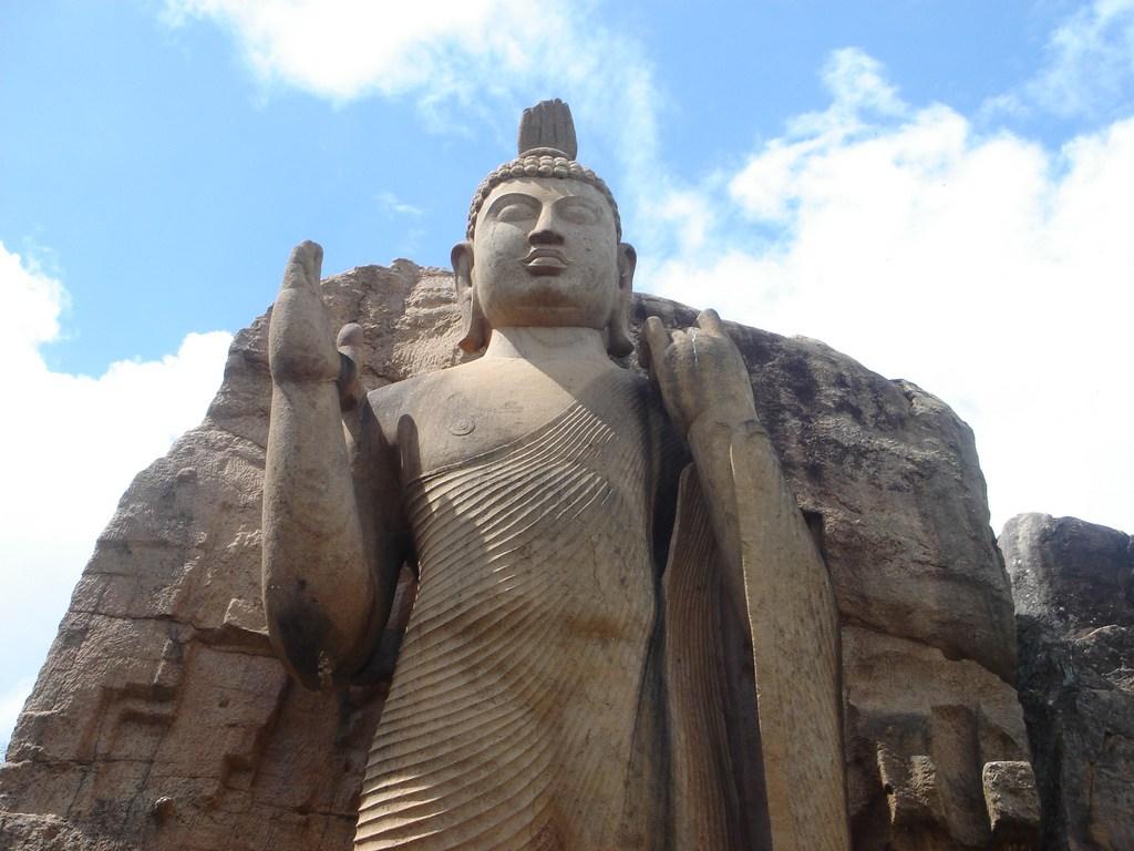 Aukana Buddha Statue, Sri Lanka