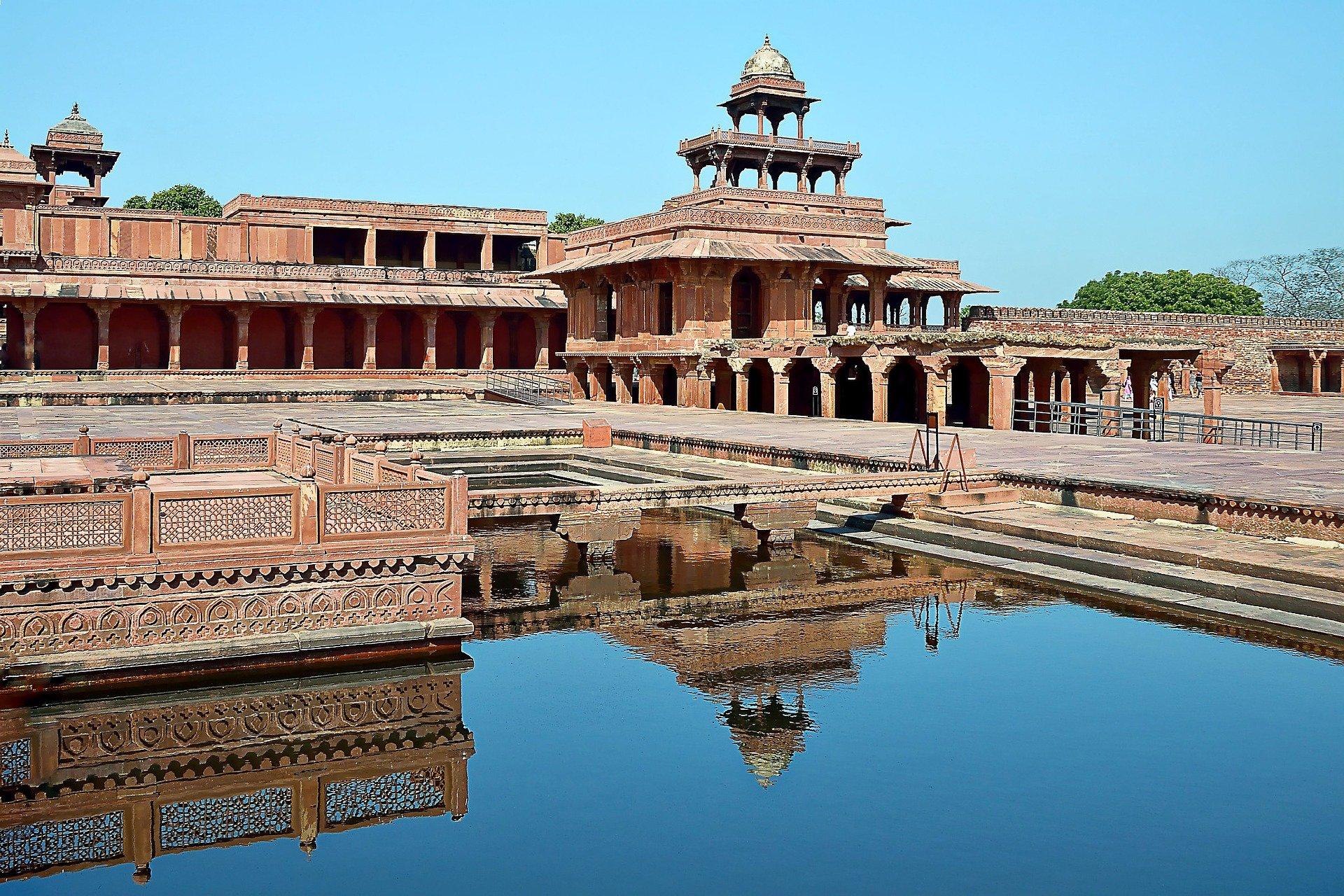 Stop to visit Fatehpur Sikri