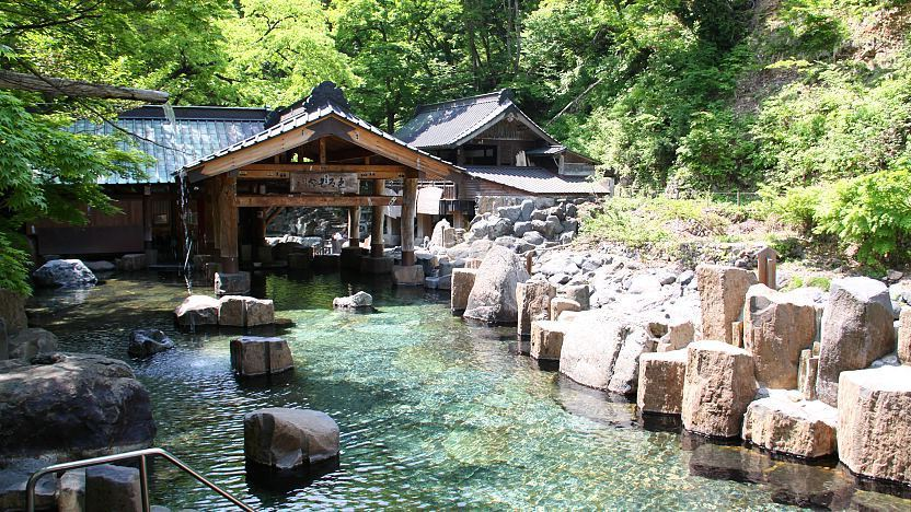 Onsen, Japan's hot springs and the bathing facilities and traditional inns around them