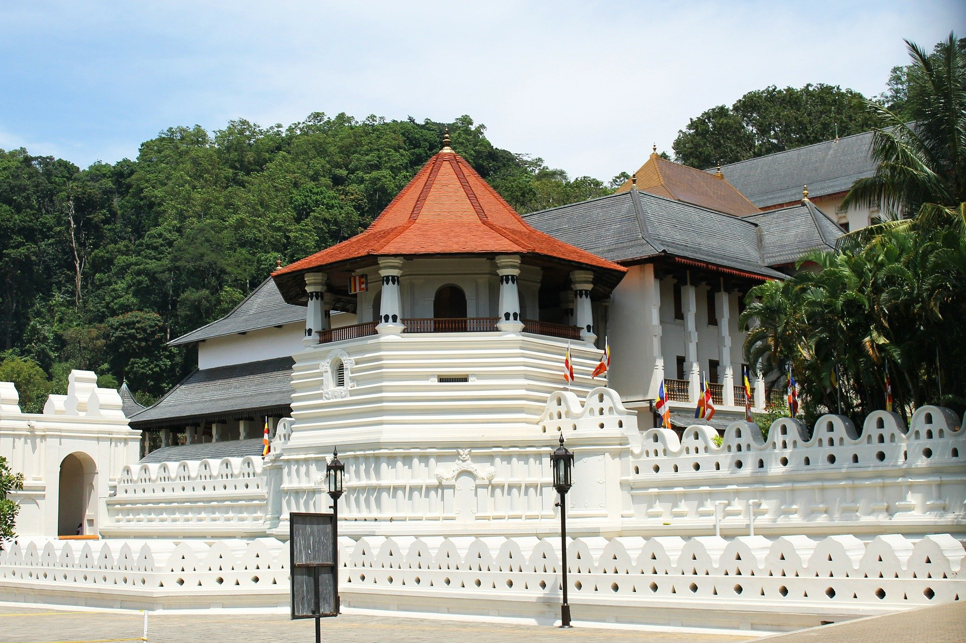 Go to the temple of the tooth relic in Kandy