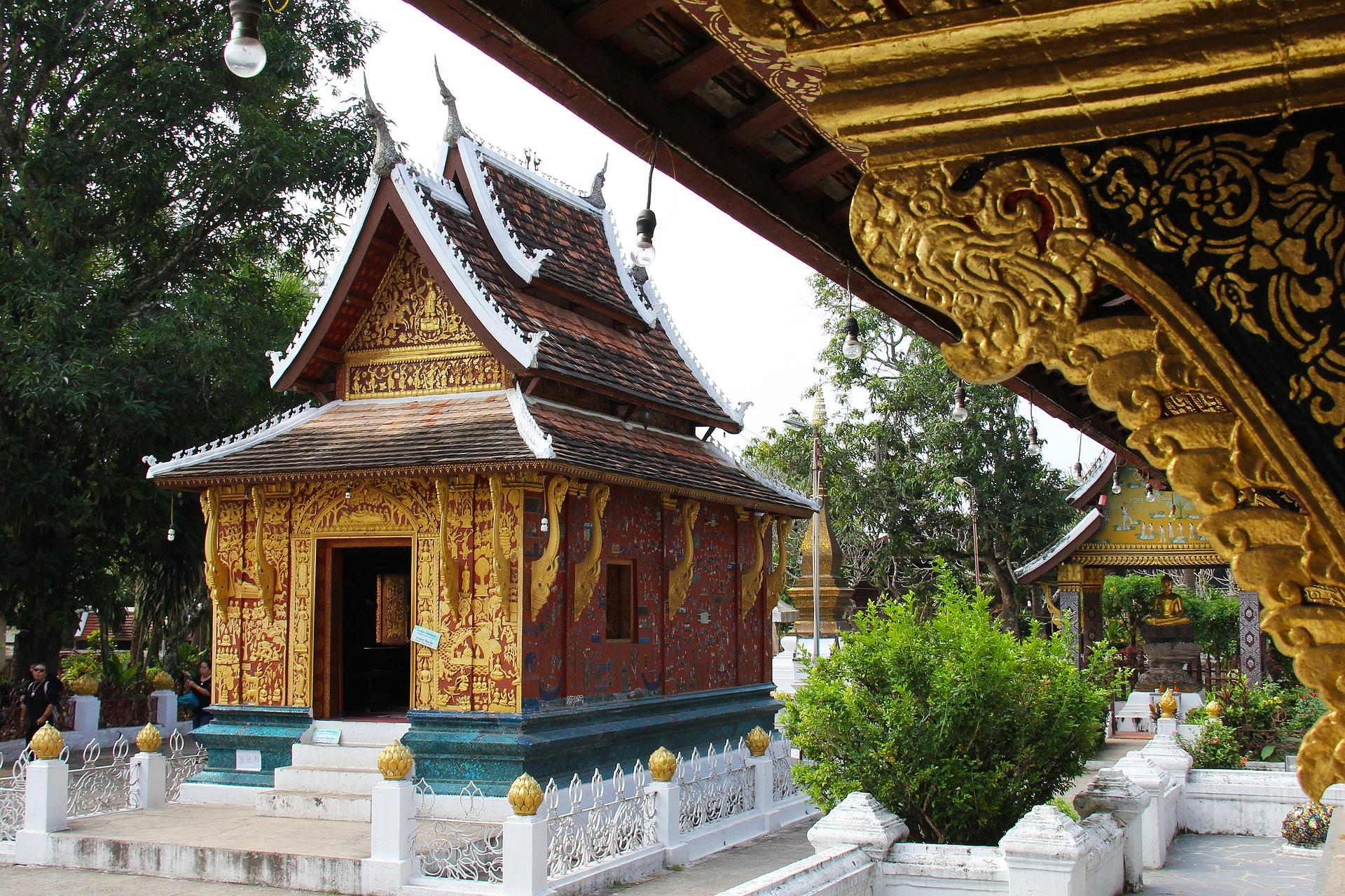 Visit Wat Xieng Thong Temple in Luang Prabang