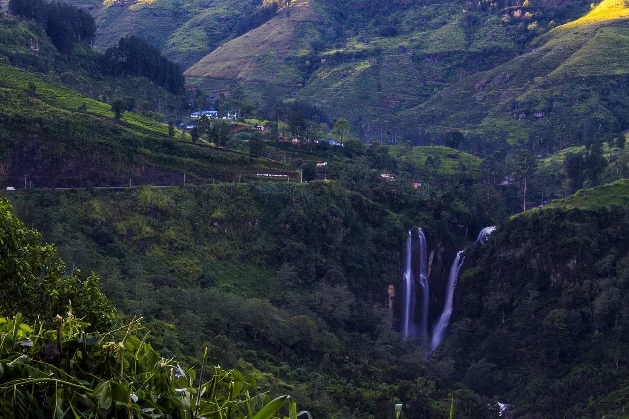 Hike to Ramboda Waterfalls