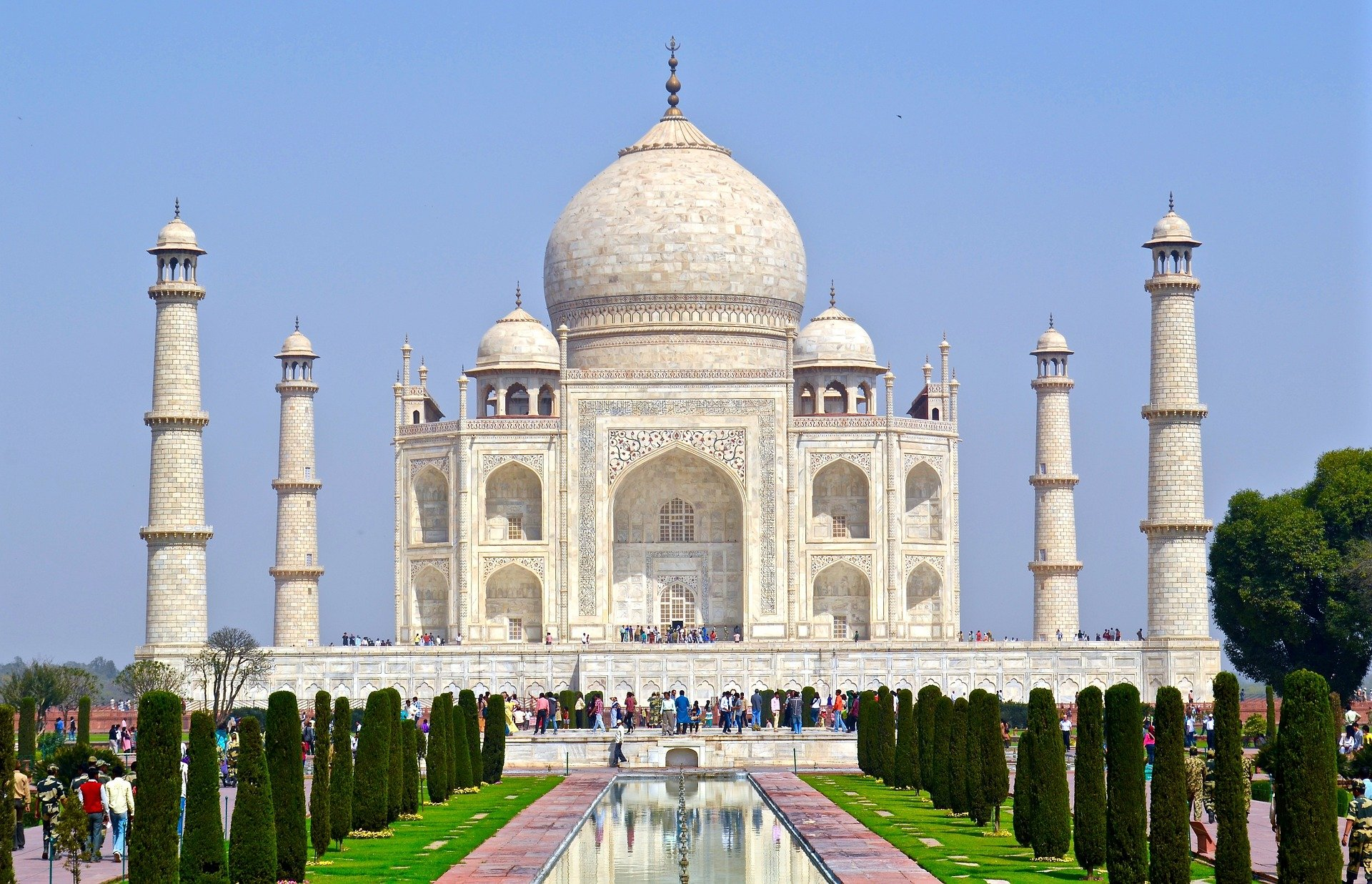 Marvel at the architecture of Taj Mahal