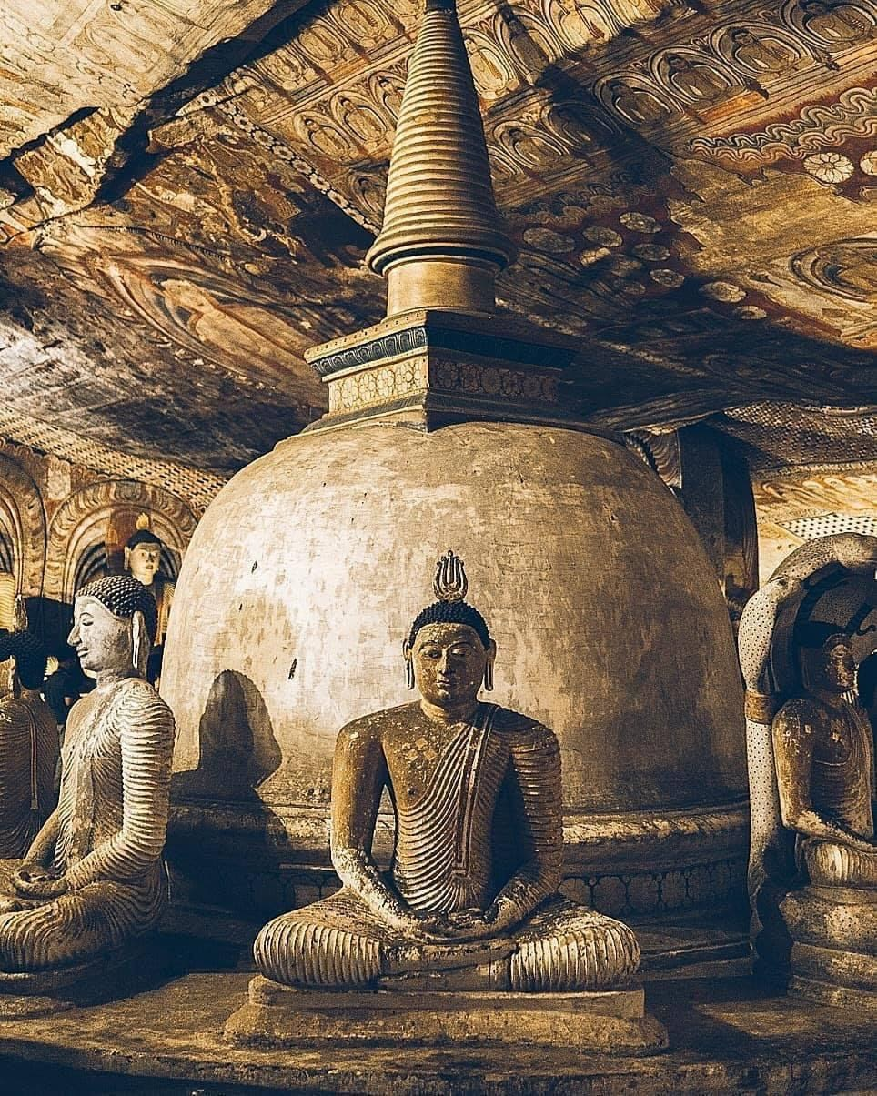 Go to the famous Sri Lankan temples