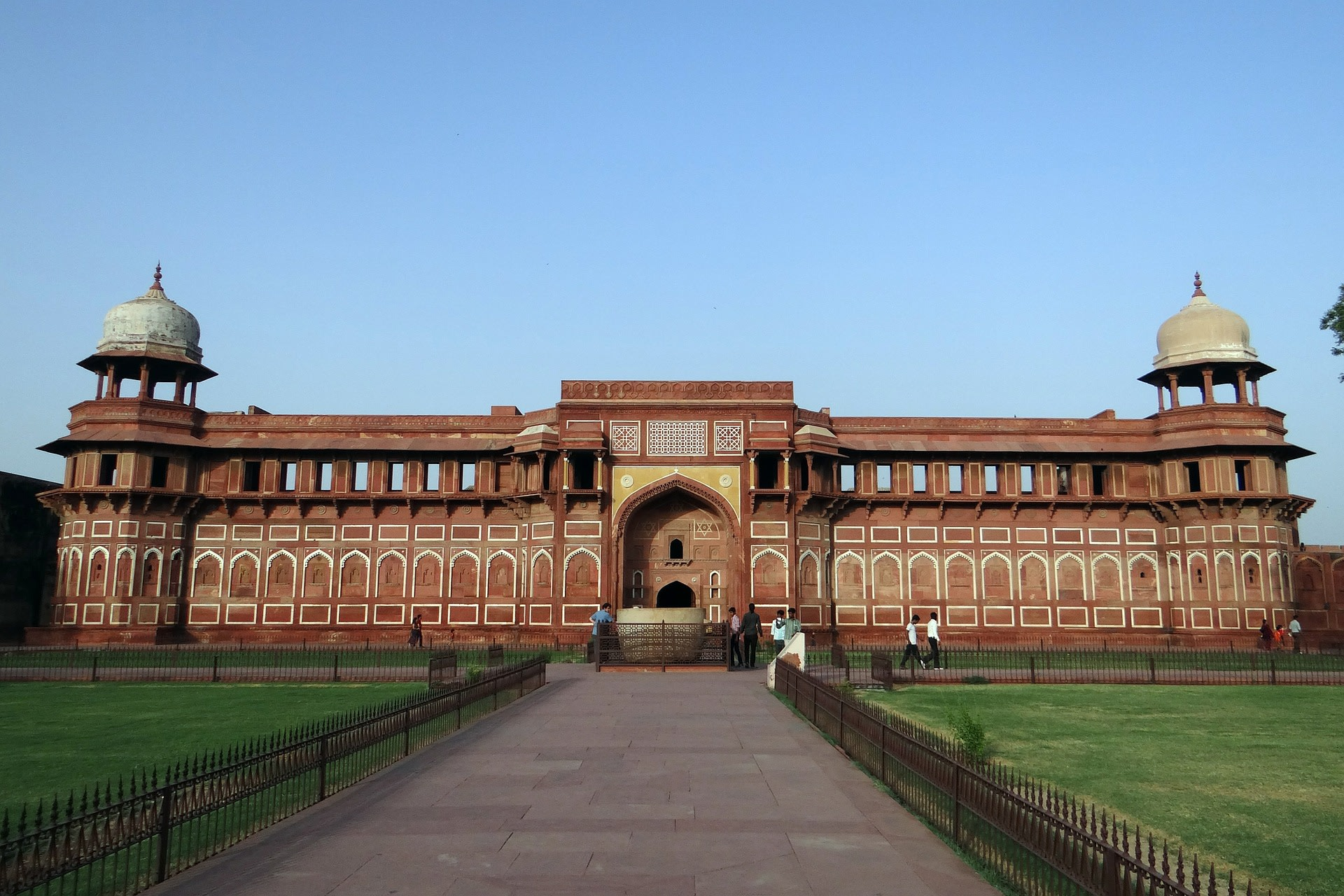 Admire the Agra Fort in Agra