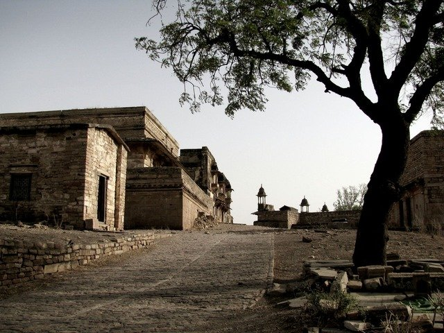 Marvel at the Gwalior Fort