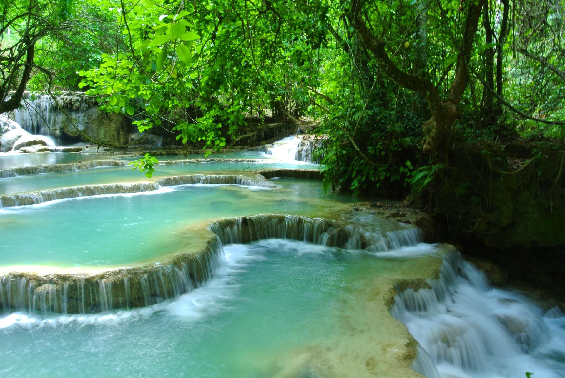 Visit the Kuangsi waterfall at Laung Prabang