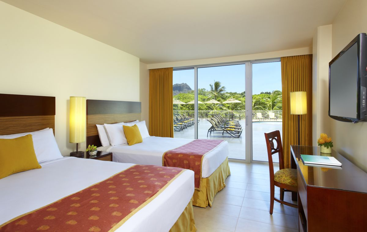 Park_Shore_Waikiki_Poolside_Room