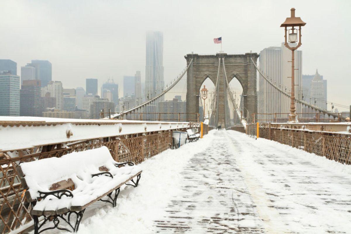 brooklyn-bridge-covered-in-snow