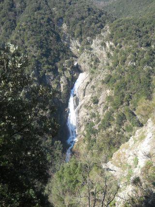 Marmarico (Bivongi); Vista sulle cascate dal versante a fronte