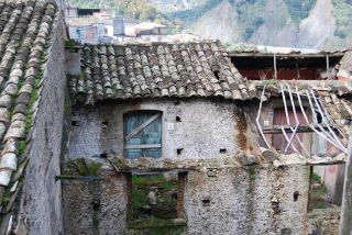 Bivongi; Case diroccate nel centro storico