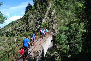Trekking da Ferdinandea alla cascata del Marmarico. Pontino dell'acquedotto