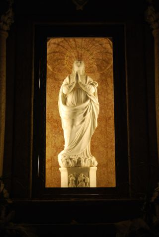 Monte Stella (Pazzano); Statua marmorea della Madonna