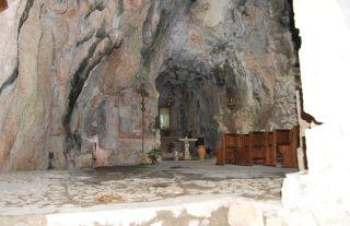 Monte Stella (Pazzano); Grotta di Monte Stella