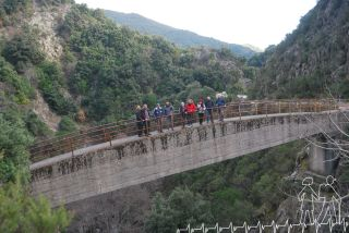 Escursione con famiglia e amici alla cascata del Marmarico