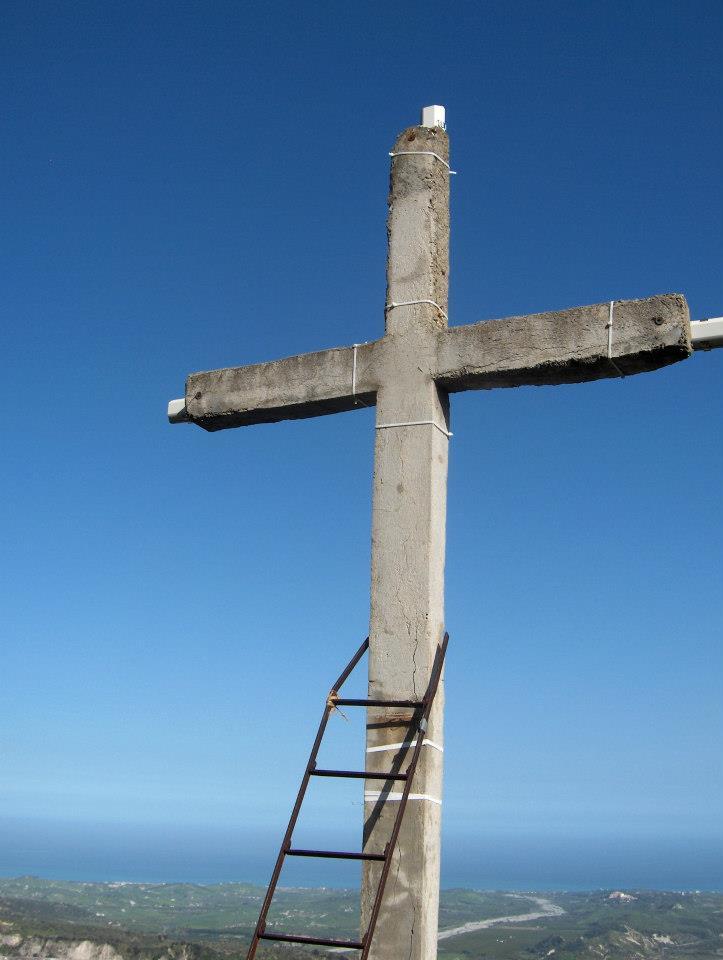 Monte Consolino (Stilo): La croce che sovrasta Stilo