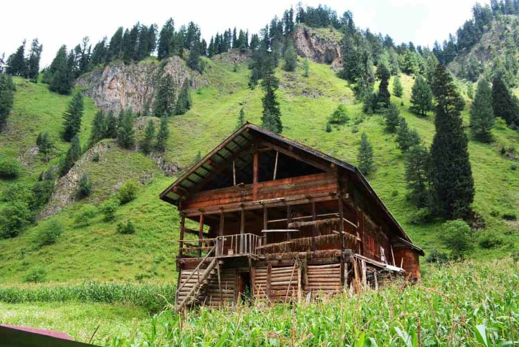 Quintessentially Kashmir; 7 Days Package with Flights Ex Mumbai