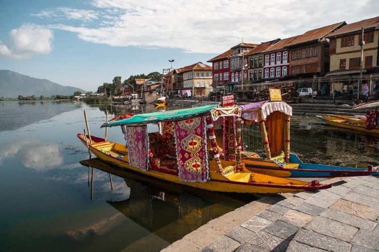 Kashmir Family Tour Package with Houseboat Stay