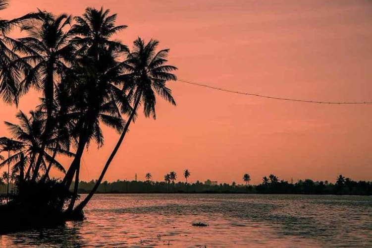 Sublime Kerala Backwaters; 6 Days Holiday Package