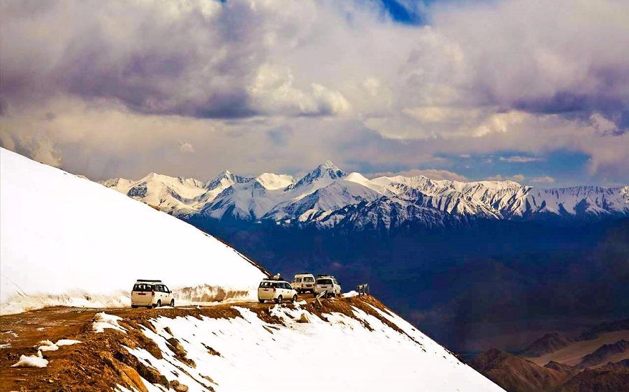 Manali New Years Luxury Package; Volvo from Delhi