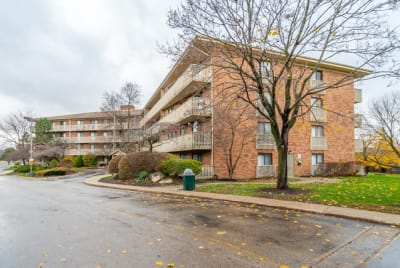 4th Floor Updated 2 BR in Lovely Deer Creek Subdivision