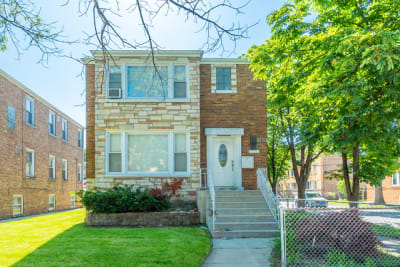 Newly Modernized Huge 1 bedroom GARDEN apartment.  Just Updated. Must See