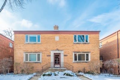 Updated Condo With Modern Finishes in North River Forest