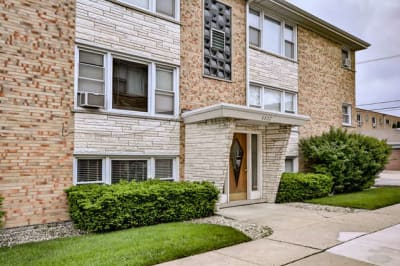 Completely Updated Edison Park Condo