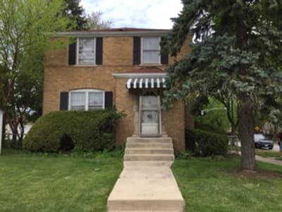 Must see! Three bedroom two bathroom brick Georgian in Norwood Park. Great for Police, Fireman and City Workers.