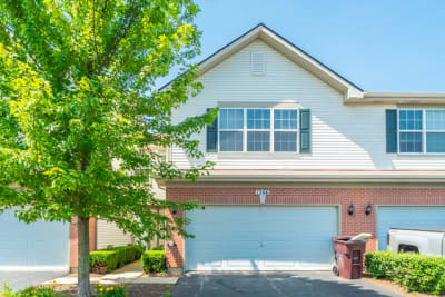 Fairfield Lakes Community...2 Story Townhome with MUST SEE finishes