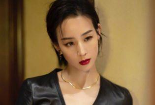 张钧甯利落短发性感皮裙